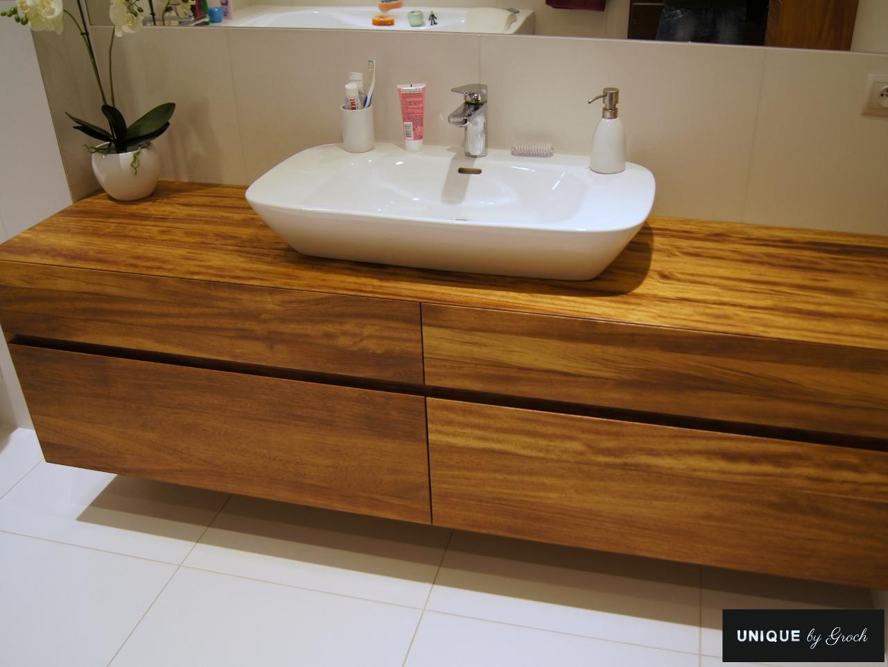 Drewniane meble lazienkowe